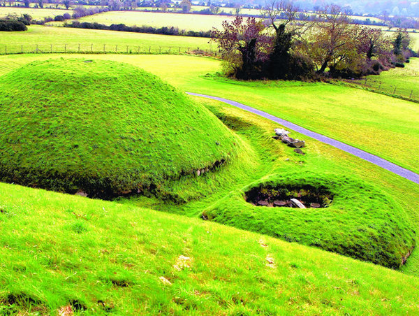 Knowth Satellite Mounds