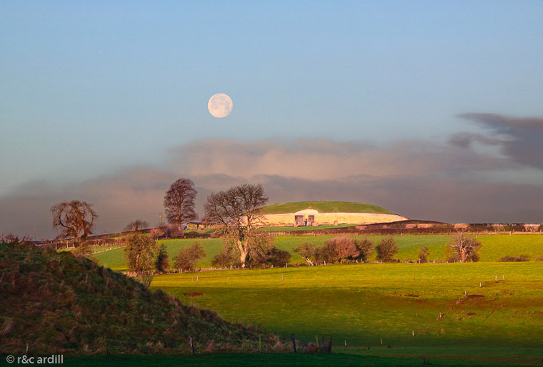 A Hunters Moon over Newgrange on the 3rd December 2009 at 9:00am
