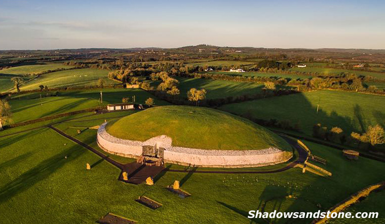 Newgrange at mid-winter